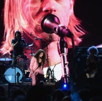 NIRVANA ROCK AND ROLL HALL OF FAME'DE