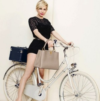 MICHELLE WILLIAMS, LOUIS VUITTON ÇANTAYI KOLUNA TAKTI