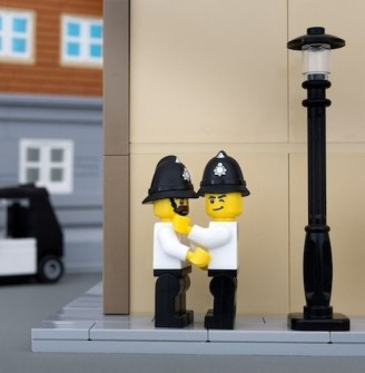 BANKSY ESERLERİ LEGO'YA EMANET