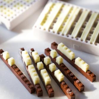 ÇİKOLATALI LEGO MU, LEGOLU ÇİKOLATA MI?