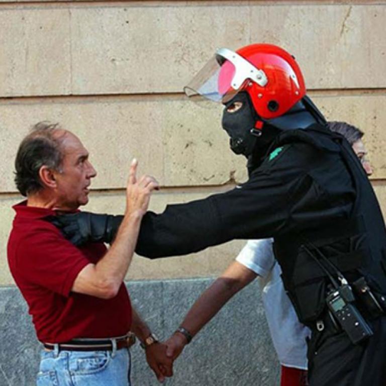 POLİS VAHŞETİNDEN HABERDAR EDEN MOBİL UYGULAMA