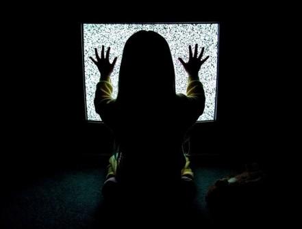 KONUŞURKEN TELEVİZYONUNUZ YANINIZDAYSA İKİ DEFA DÜŞÜNÜN