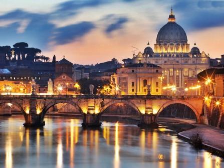 YALNIZ İYİ YEDİK İÇTİK: ROMA