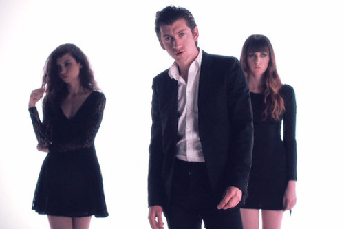 ALEX TURNER'LI ALTERNATİF BLURRED LINES VİDEOSU