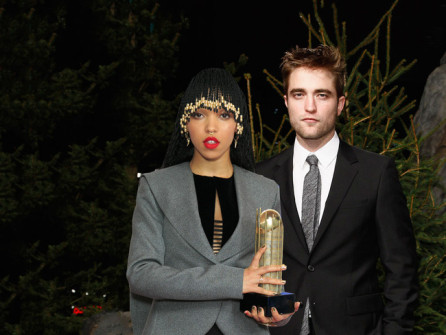 ROBERT PATTINSON VE FKA TWIGS NİŞANLANDI