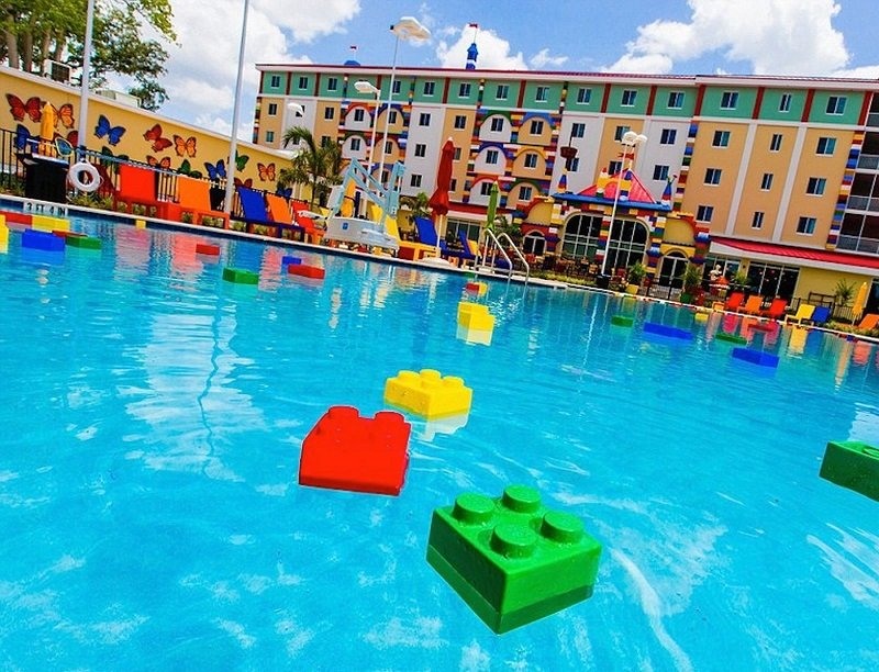 spectacular-lego-hotel-opens-in-florida-3