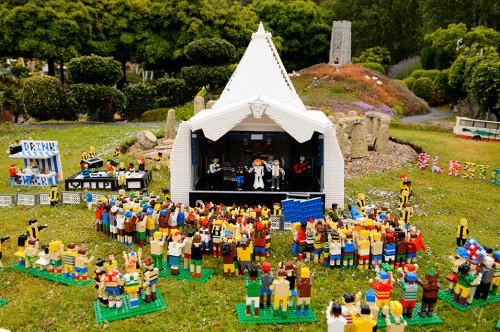 GERÇEĞİNE GİDEMİYORSAK, LEGO GLASTONBURY FESTİVALİ'NE GİDERİZ