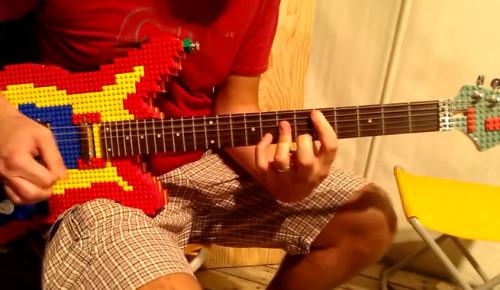 LEGO'NUN EN HAVALI HALİ: LEGO GİTAR