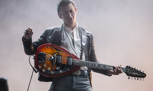 ALEX TURNER VE MINI MANSIONS'TAN EAGLES OF DEATH METAL COVER'I