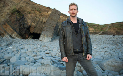 TOM HIDDLESTON HUGH LAURIE'NİN PEŞİNDE