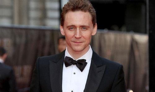 TOM HIDDLESTON JAMES BOND'LUĞA ADAYLIĞINI KOYDU