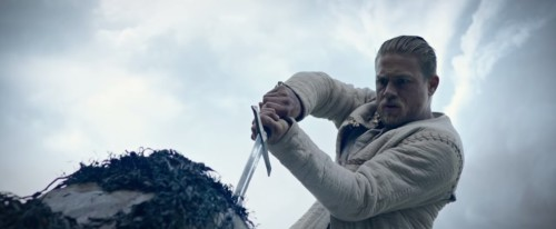 YENİ GUY RITCHIE FİLMİ KING ARTHUR: LEGEND OF THE SWORD'DAN İLK FRAGMAN