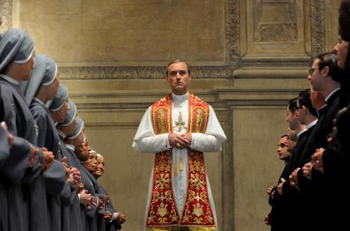 JUDE LAW'LU PAOLO SORRENTINO DİZİSİ THE YOUNG POPE'TAN FRAGMAN