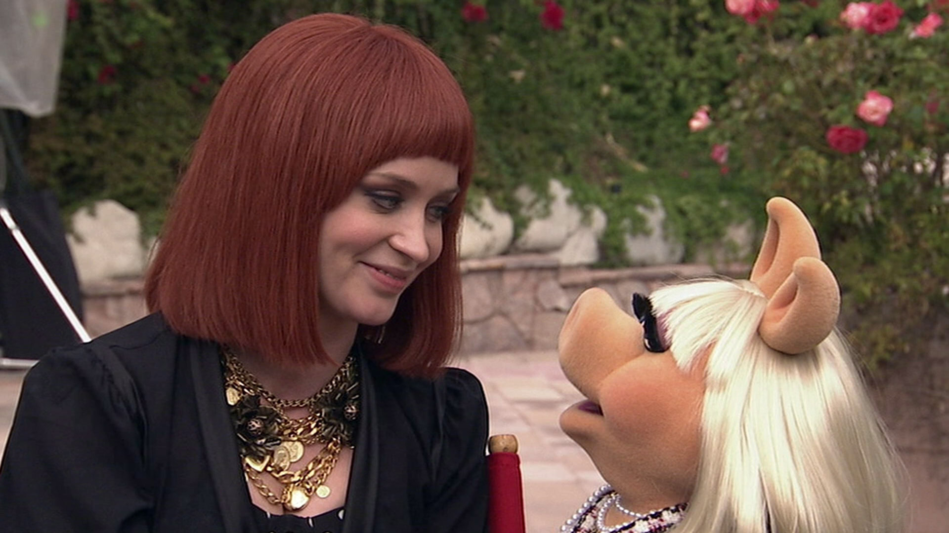 Emily_Blunt_and_Miss_Piggy