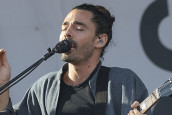 LOCAL NATIVES'TEN BİR YENİ ŞARKI BİR DE FLEETWOOD MAC COVER'I