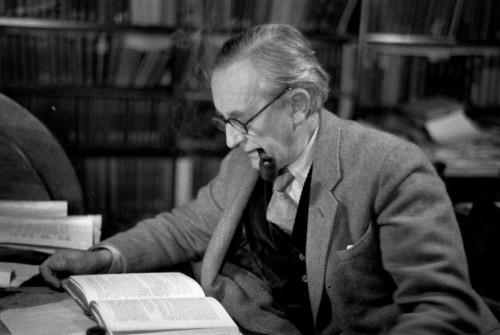 J.R.R. TOLKIEN'İN 100 YIL ÖNCE YAZDIĞI KİTAP İLK KEZ RAFLARDA!