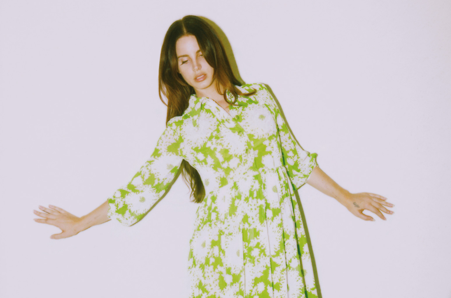 01-Lana-Del-Rey-cr-Neil-Krug-2017-press-photos-billboard-1548