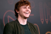 EVAN PETERS, AMERICAN HORROR STORY'NİN PENNYWISE'I OLUYOR