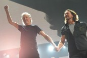 ROGER WATERS & EDDIE VEDDER A.Ş.