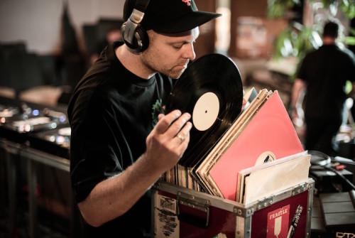 YENİ DJ SHADOW EP'Sİ YAYINDA: THE MOUNTAIN HAS FALLEN