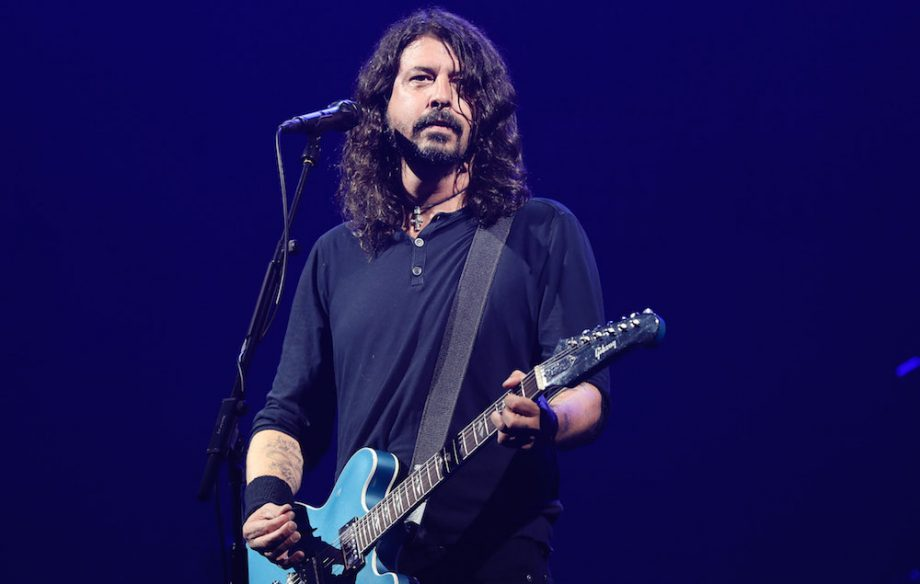 Foo-Fighters-Dave-Grohl-GettyImages-800618576-920x584