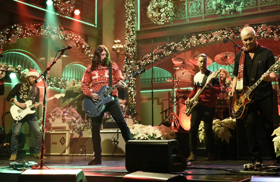 foo-fighters-christmas-medley-snl-920x598