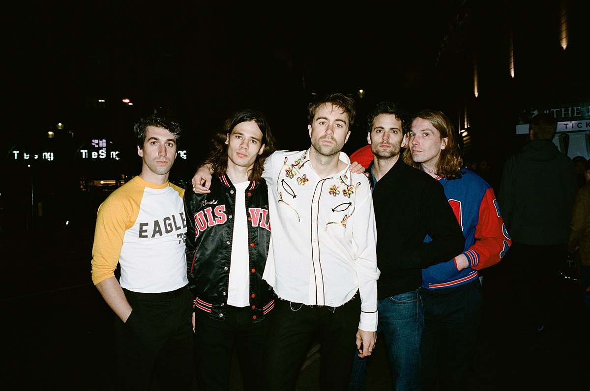 1200px-The_Vaccines_2017