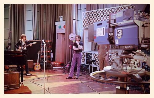 ARCTIC MONKEYS BBC RADIO 1'IN KONUĞU OLUYOR