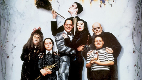 THE ADDAMS FAMILY'DEN HALLOWEEN'E YAKIŞAN KADRO