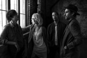 METRIC'TEN VİDEOLU YENİ ŞARKI DARK SATURDAY
