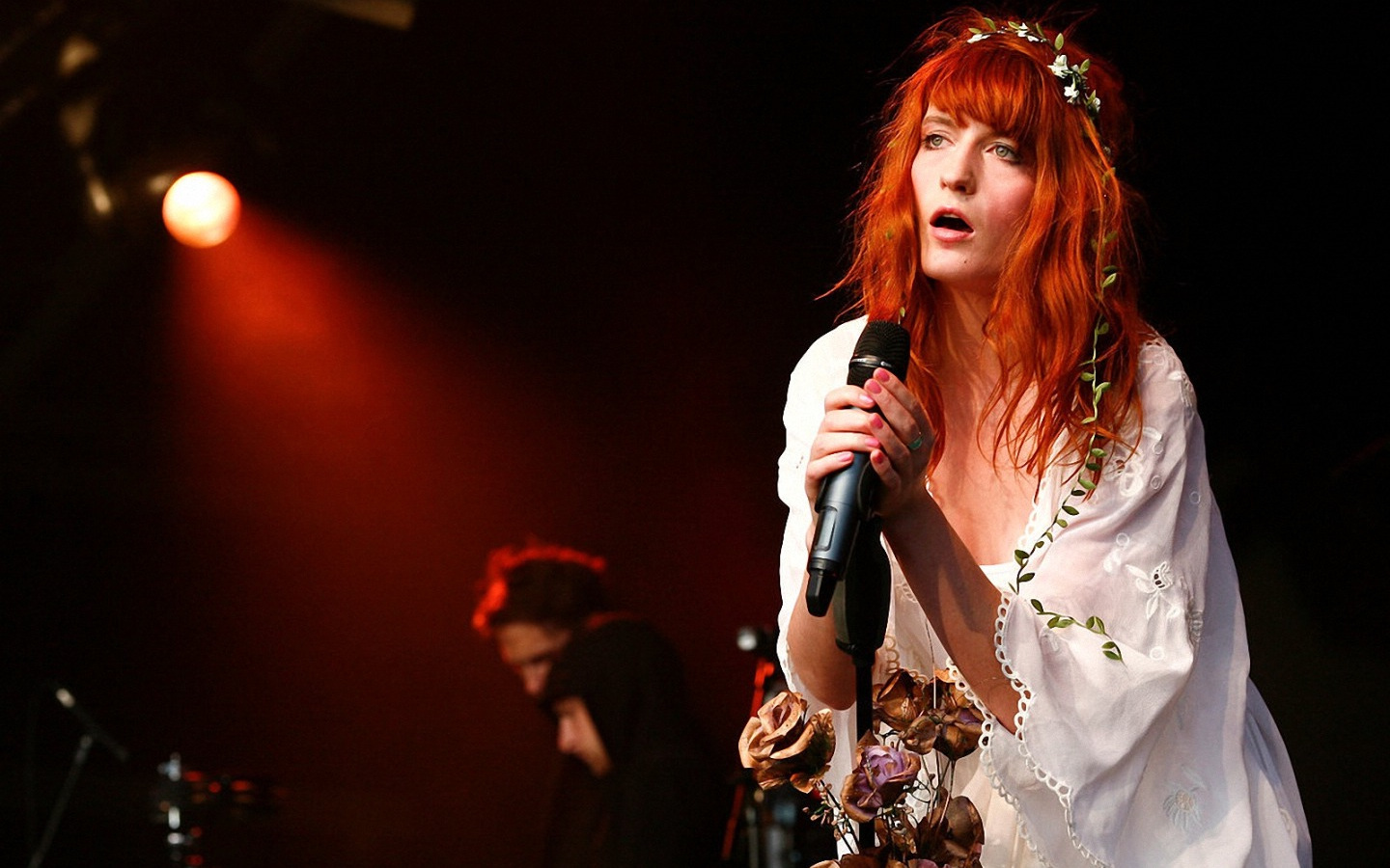 FLORENCE AND THE MACHINE SPOTIFY İÇİN TORI AMOS COVER'LADI