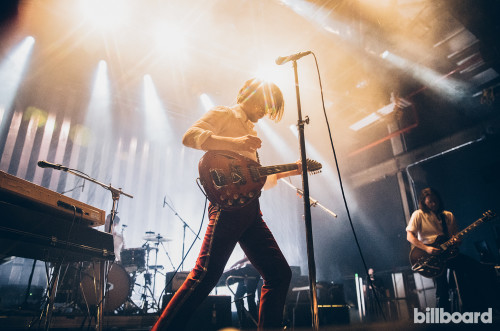 ARCTIC MONKEYS'TEN RÖTARLI CANLI PERFORMANS