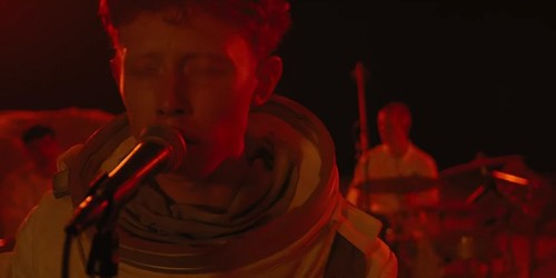 KING KRULE'UN LIVE ON THE MOON PERFORMANSI PLAK OLDU