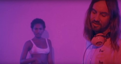 TAME IMPALA VE THEOPHILUS LONDON ŞARKISINA VİDEO GELDİ