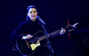 ST. VINCENT'TAN RED HOT CHILI PEPPERS COVER'I