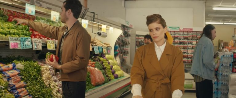 local natives'ten kate mara'lı yeni video