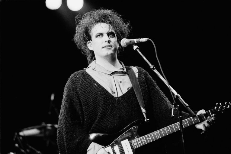 robert smith'ten üç adet the cure cover'ı
