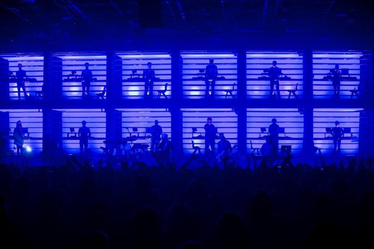 new order'ın canlı performansının kudretine dair yeni albüm