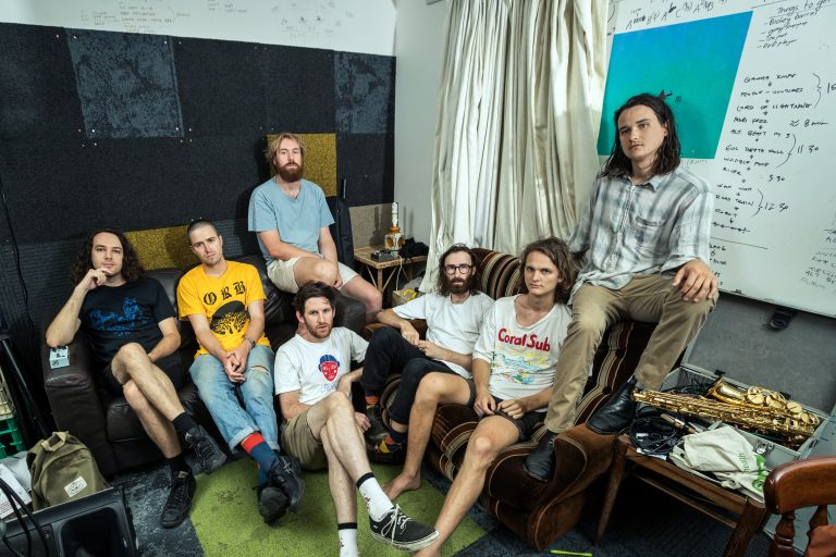 king gizzard and the lizard wizard'dan bir tekli bir video