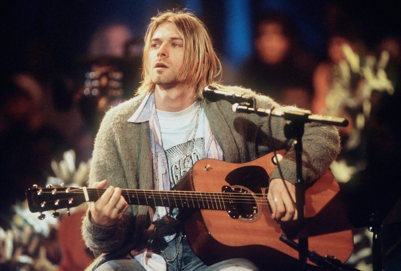 kurt cobain'in mtv unplugged gitarı açık artırma ile yeni sahibine kavuştu