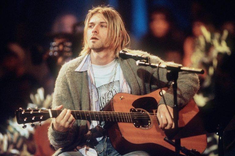 """r.e.m., kurt cobain anısına yazdığı """"let me in"""" şarkısını remix'ledi"""