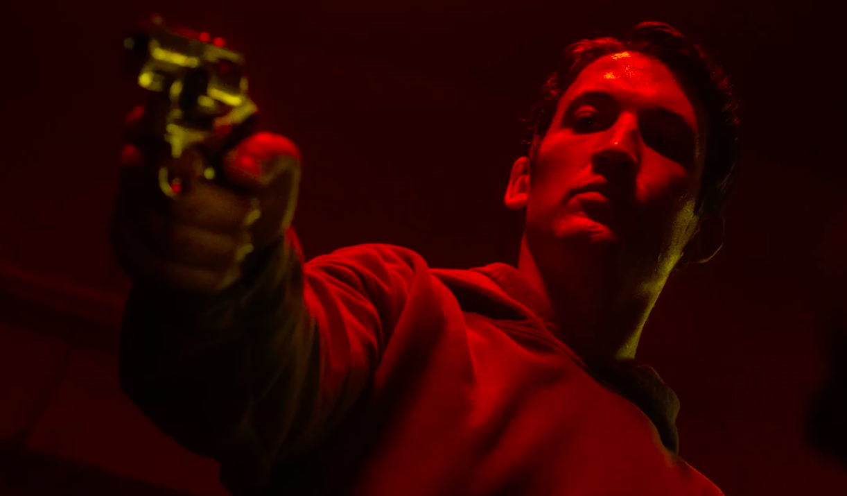 cliff martinez imzalı too old to die young soundtrack'inden ilk şarkı