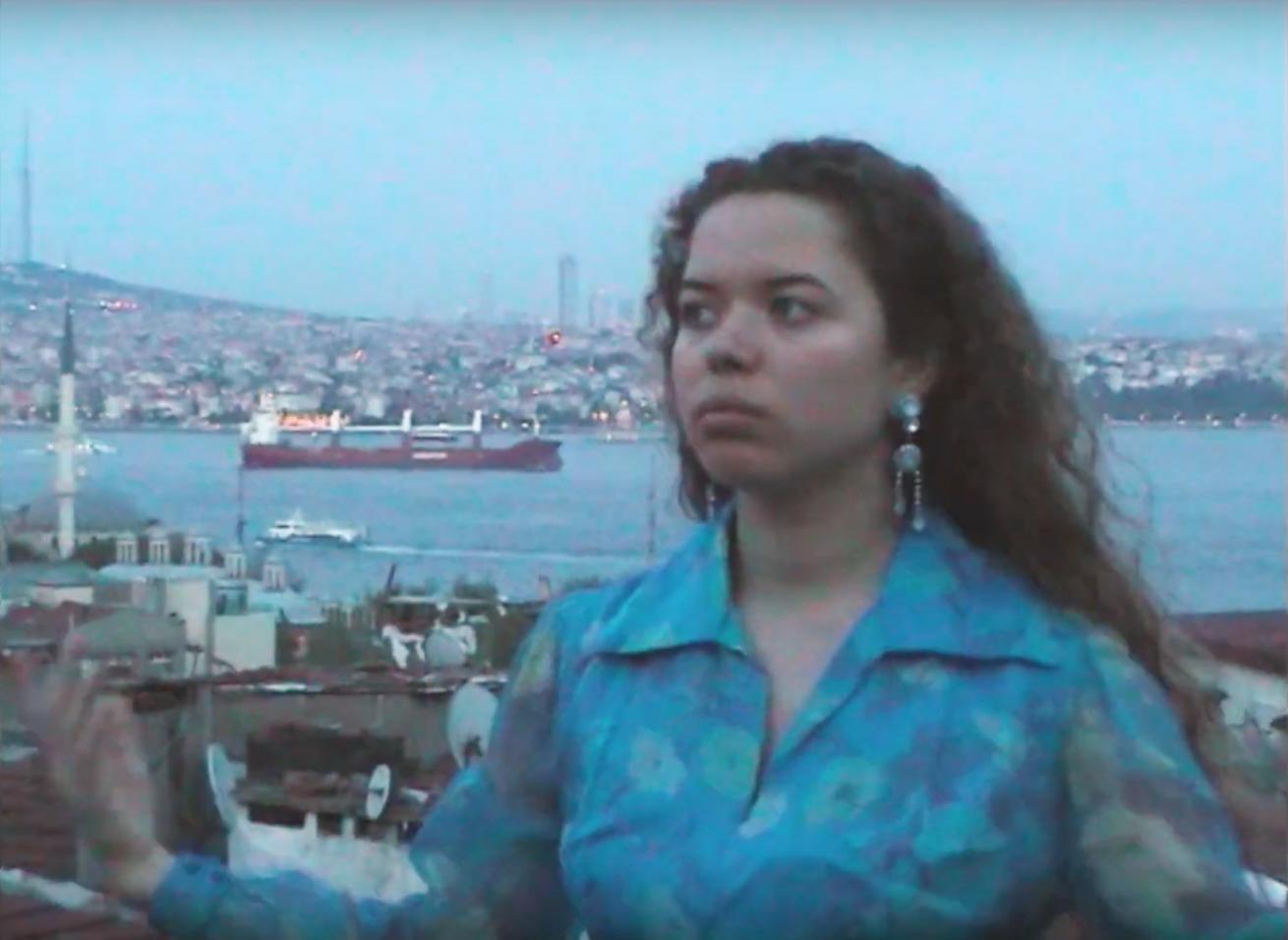 nilüfer yanya yeni videosu paradise'la istanbul'da