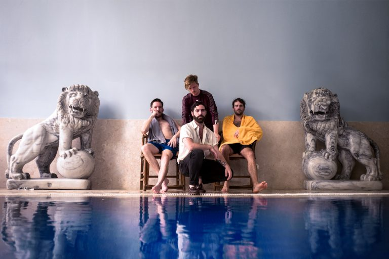 foals'tan pazar gününde sunday'e video