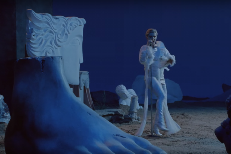 robyn yeni videosunda tarkan dansı yapıyor