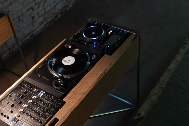 cntrl acoustics'ten evlere şenlik dj konsolu