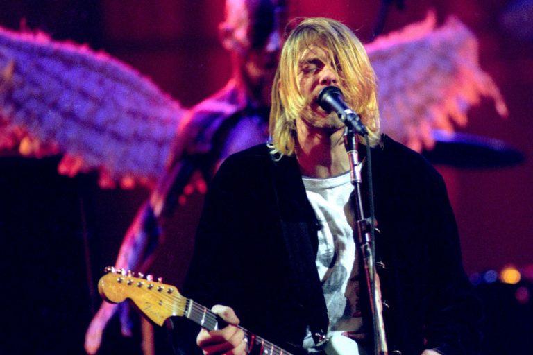 kurt cobain'in bir tutam saçı açık arttırmaya çıktı