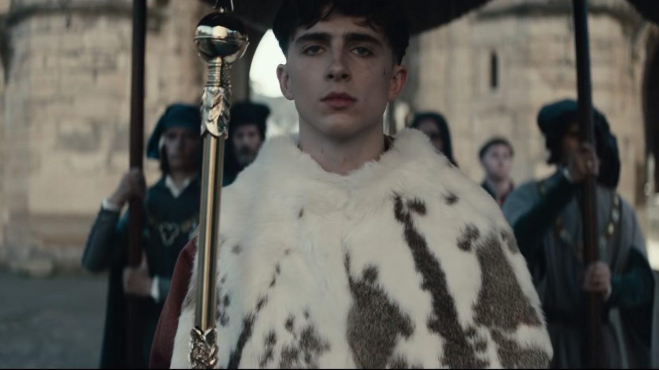 timothée chalamet ve robert pattinson'ı buluşturan the king'den ilk fragman