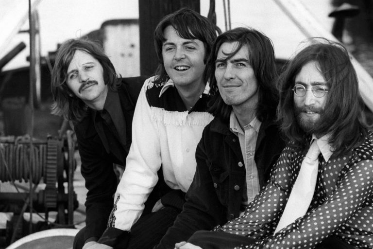 the beatles ile the lord of the rings'i aynı evrende buluşturan fragman
