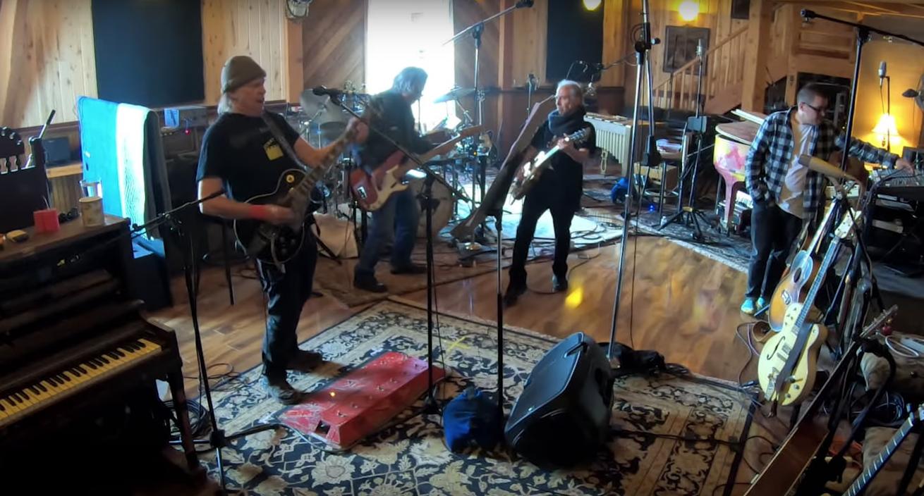 neil young & crazy horse albümünün kayıt sürecini anlatan belgeselden fragman